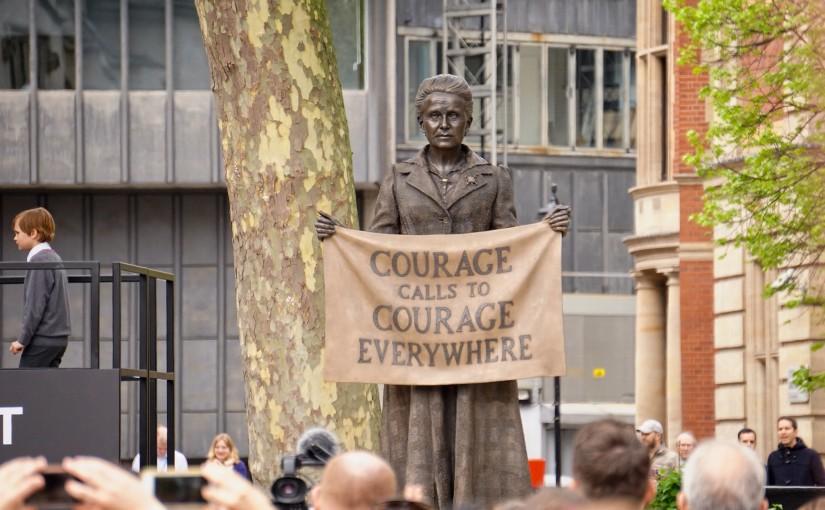 Millicent Fawcett, ihreszeichen Sufragette, fordert uns auf mutig zu sein. Foto: Garry Knight/Flickr, CC0 1.0